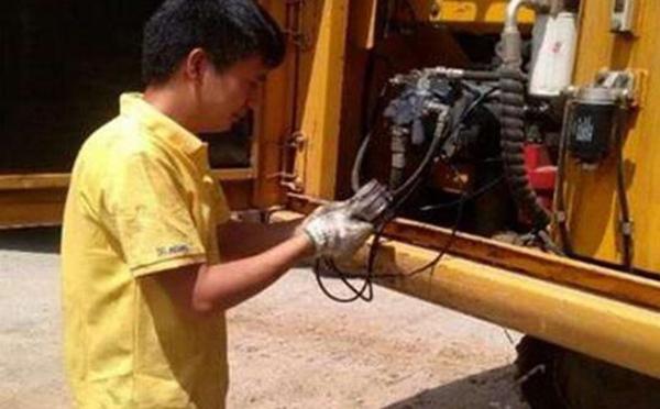 小松挖掘机修理