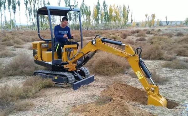小挖掘机保养