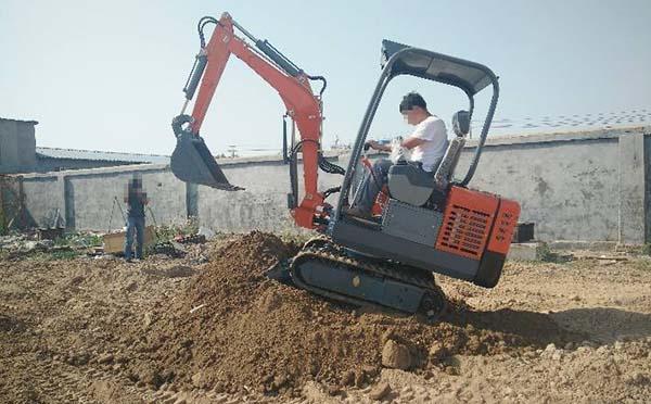 三推小挖机